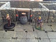 Aria und Eton vor einer Irgan-Reliquie.